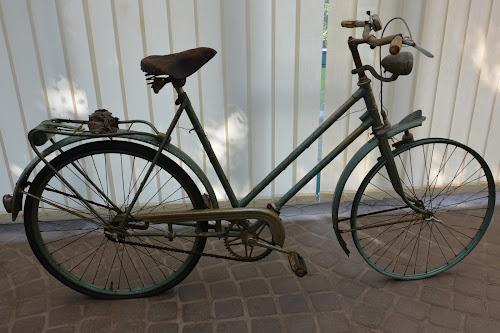 Fahrrad im Ausgangszustand - ein echter Scheunenfund - fast alles verkrustet, verrostet, vergammelt