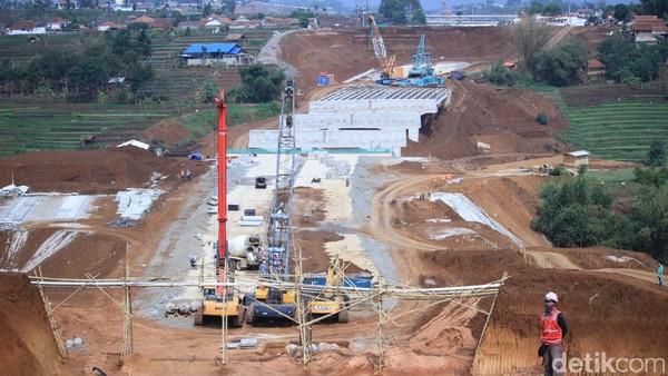 Bikin Jokowi Geram, Ini Biang Kerok Masalah Tanah di Tol Cisumdawu