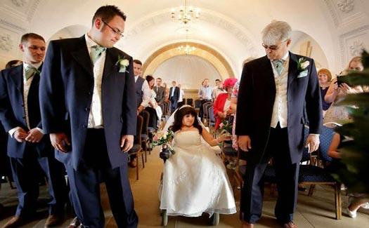 Tiniest bride has her dream wedding Wanita Terpendek di Dunia Akhirnya Menikah