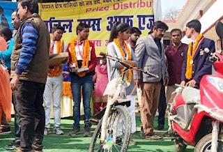 Jaunpur : जीके जीनियस 2020 में अखिल को मिली स्कूटी