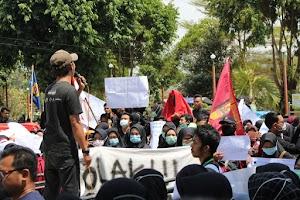 Ratusan Mahasiswa Berdemonstrasi, DPRD Kebumen Tandatangani Nota Kesepakatan