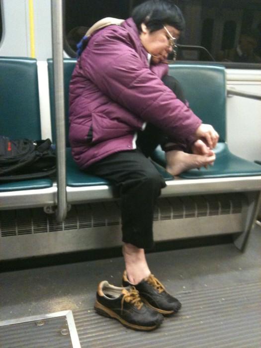 IMAGE(http://1.bp.blogspot.com/-ivPOx-ZZzF8/T862tIhMW5I/AAAAAAAAHtA/F9fAbVU4GZU/s1600/clipping-toenails-on-the-subway.jpg)