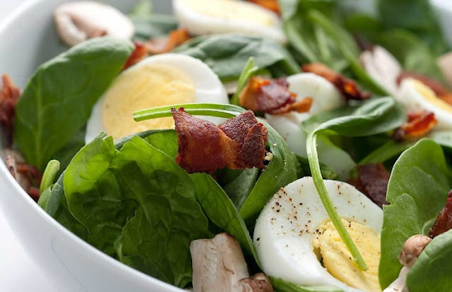 Spinach Salad with Bacon and Eggs #healthy #lunch