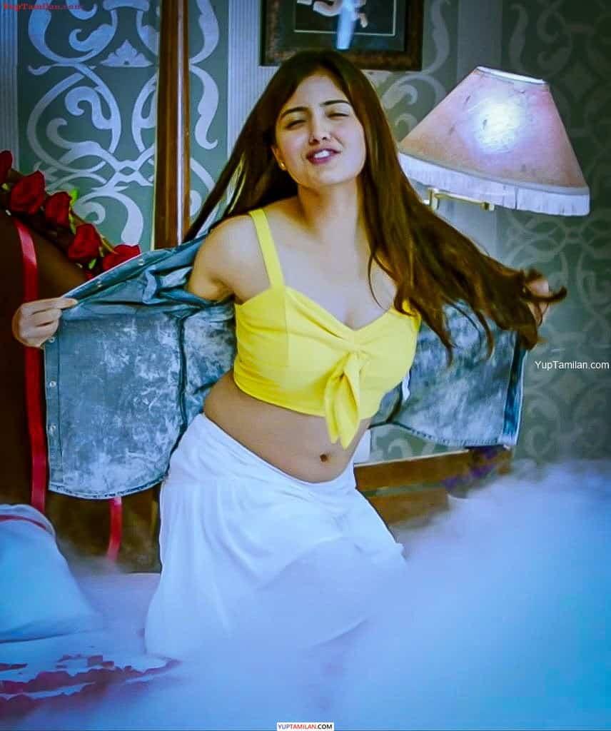 Amritha Iyer Hottest Navel show