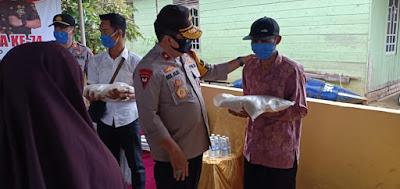 Wakapolda Jambi Serahkan Bantuan Sembako Beras Untuk Masyarakat Tanjab Timur