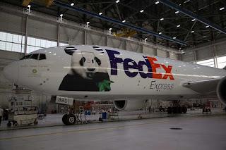Aparta FedEx-aeroplano kun bildo de Bao Bao