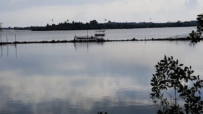 Gazebo Pantai Zore Barelang