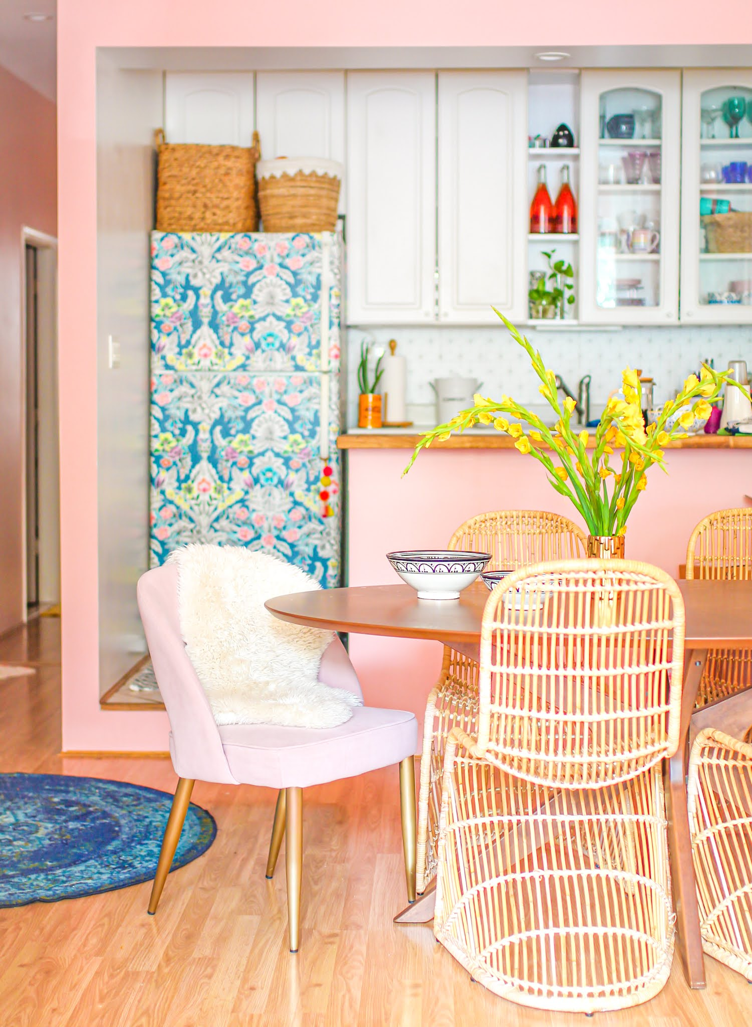 removable wallpaper fridge // wallpaper fridge // fridge hacks // kitchen hacks // kitchen wallpaper // colorful wallpaper // pink and white kitchen // boho kitchens // colorful kitchen // small colorful homes