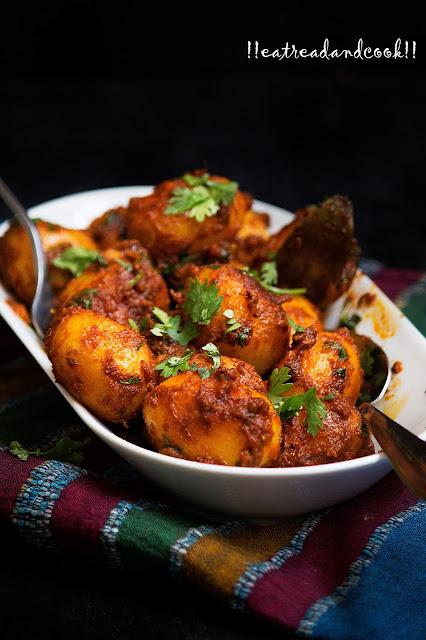 bengali style Rastar Moto Aloor Dom / Street Style Dum Aloo recipe and preparation