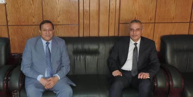 محافظ سوهاج يهنئ مدير الأمن بتجديد الثقة