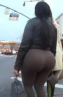 Sexy morena caderas anchas leggins cafes