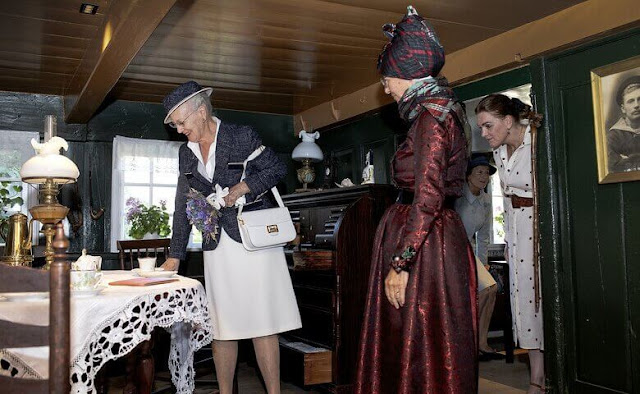the Queen was welcomed by the mayor of Fanø municipality, Sofie. Queen visited Denmark's smallest orphanage Bakskuld