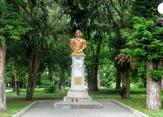 Дрогобич. Пам'ятник Адаму Міцкевичу поблизу одноіменної вулиці