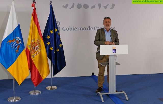 Canarias recibe este martes material de protección sanitaria distribuido por el Ministerio de Sanidad y material obtenido por el Gobierno de Canarias