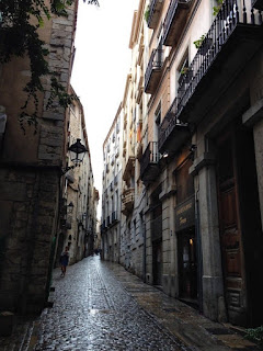 Narrow walkways and cobbled streets in Girona