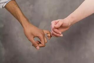 Bagaimana Komitmen dalam Hubungan Asmara