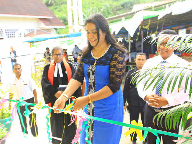 Petrus Fatlolon Resmikan Gedung Pastori GPM Waturu