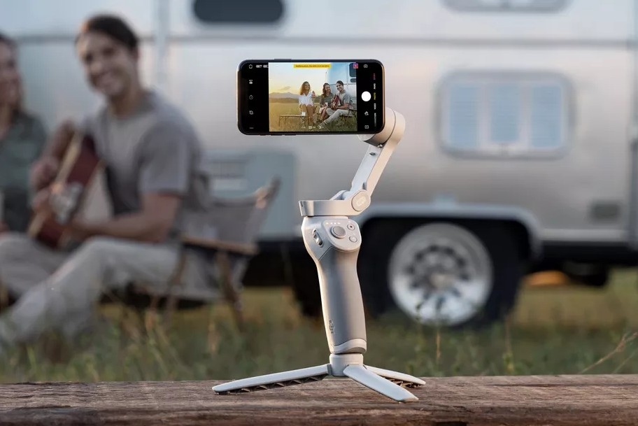 DJI OM 4-The Magnetic Gimbal For Priceless Memories
