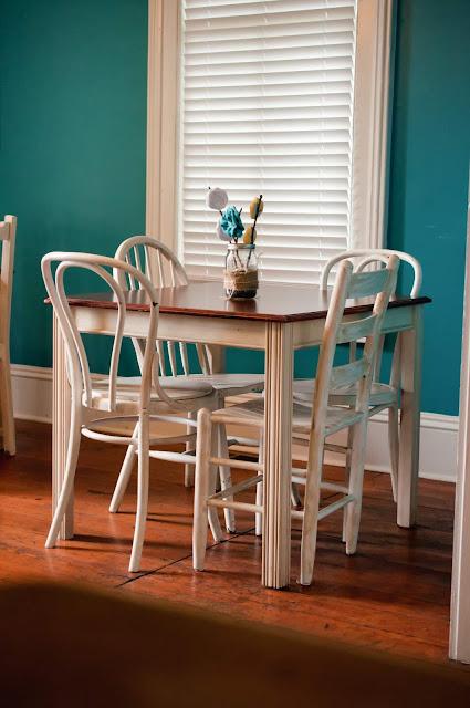 Dinner-Table-tasteasyougo.com