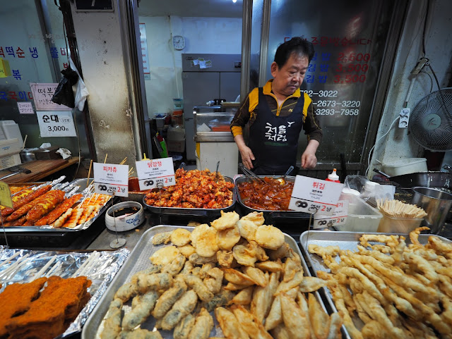 Lots of fried food (even fried 'Pikachu') including pork skin at Tongin Market (통인시장)