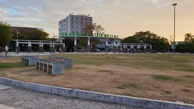 Tak Ada Merah Putih di Alun-alun Rembang, Gus Mus: Apa Sibuk Mikir Pilkada?