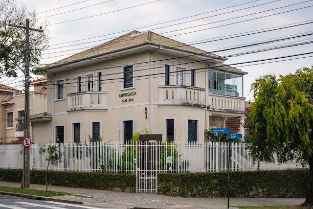 Casa na esquina das Ruas Barão de Antonina com Duque de Caxias, em Curitiba