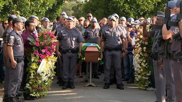 Com honras militares, PM Clayton Góis de Oliveira é enterrado em Pinhal