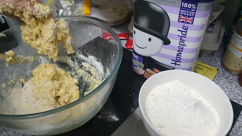製作月餅的麵團 (dough)