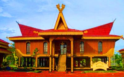 Rumah Adat Provinsi Kepulauan Riau yang beribukota di Kota Tanjung Pinang