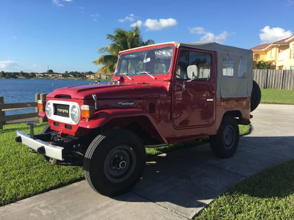 Soft Top Toyota Land Cruiser FJ40 1979