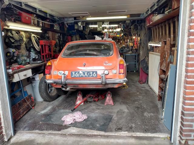 MGBGT rear sill panel and rear wing rust repair