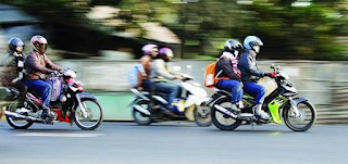 10 Trik Bonceng Alias Naik Motor Supaya Tak Mengantuk