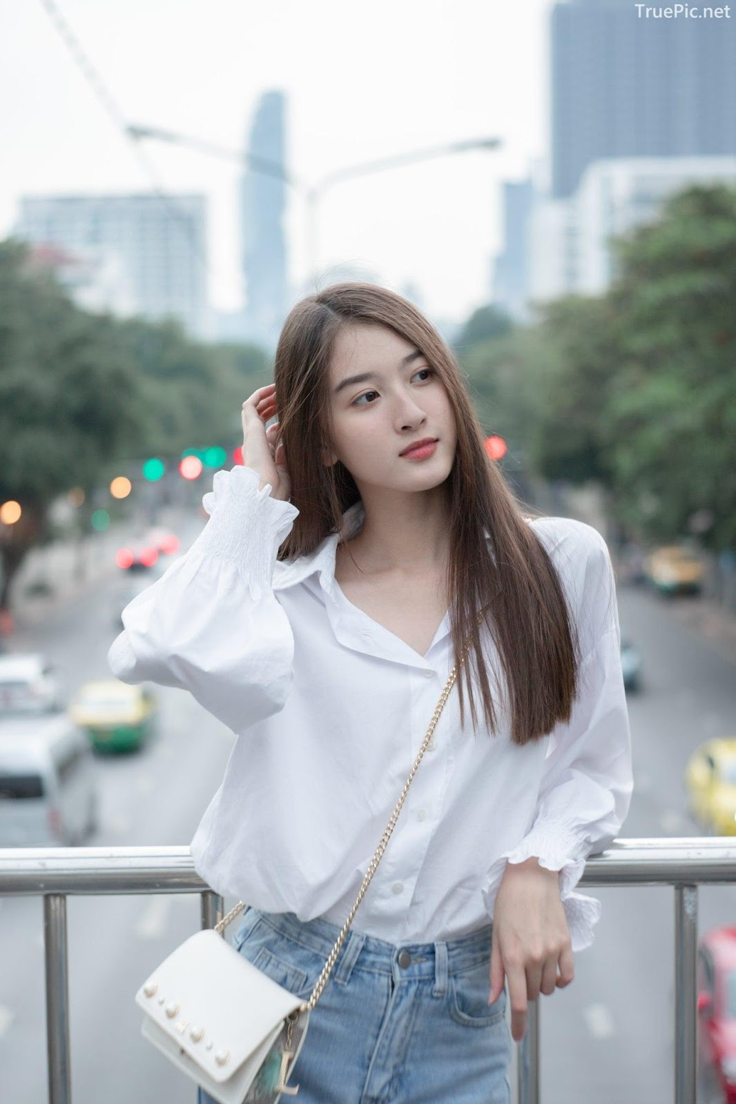Thailand beaufiful model - View Benyapa - Young charming girl with long hair - Picture 4