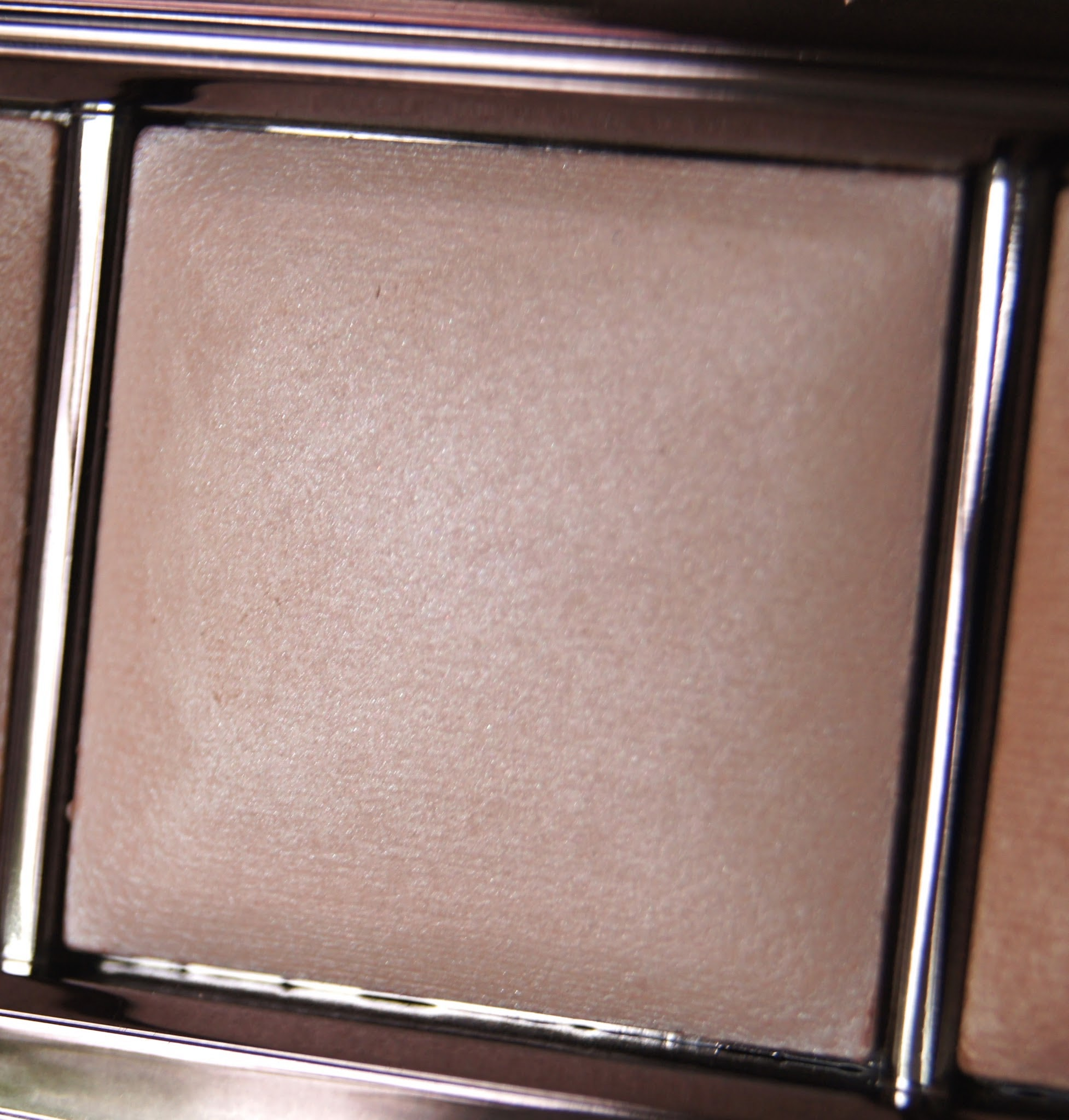 hourglass ambient lighting palette incandescent light review