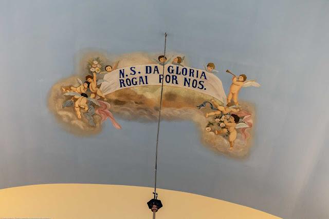 Capela Nossa Senhora da Glória - o interior - pintura no teto