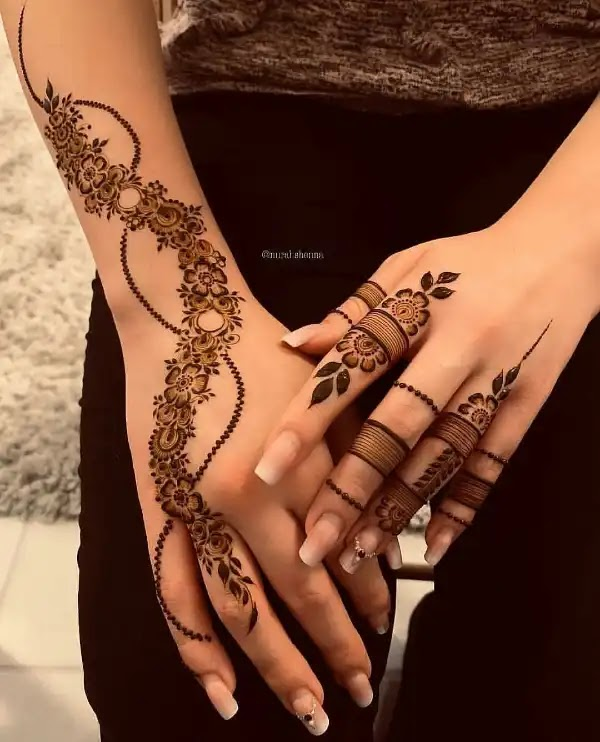 Small_flowres_with_dot_henna_design