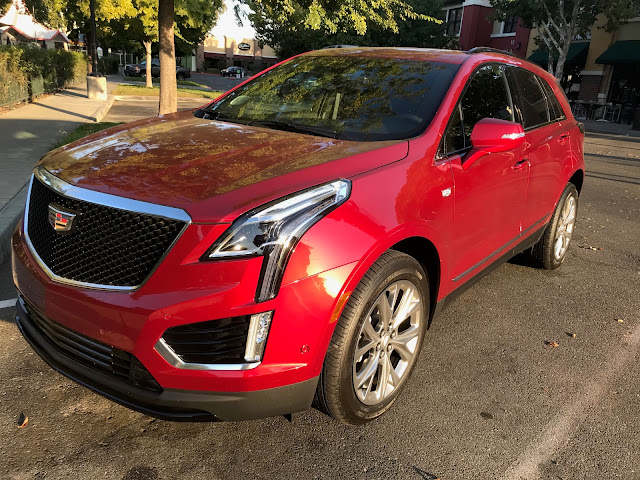 Front 3/4 view of 2020 Cadillac XT5 Sport AWD