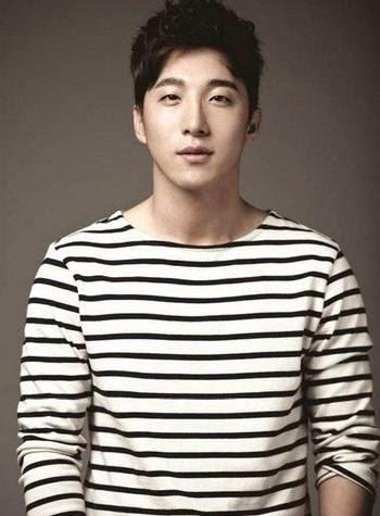 Kakak Taeyang Big Bang  yang Ganteng Ini  Tanda Tangani Kontrak Dengan MGB Entertainment