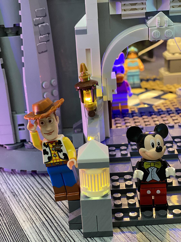 قلعة ديزني من Lego تعيد لحظات الطفولة الجميلة