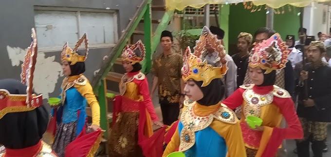 Siswa SMK Sadpas Diajarkan Seni Tari Sunda Dalam Menyambut Tamu