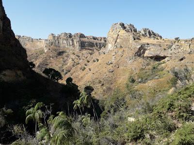 Isalo-senderismo-trekking-parque-nacional-isalo-madagascar-enlacima