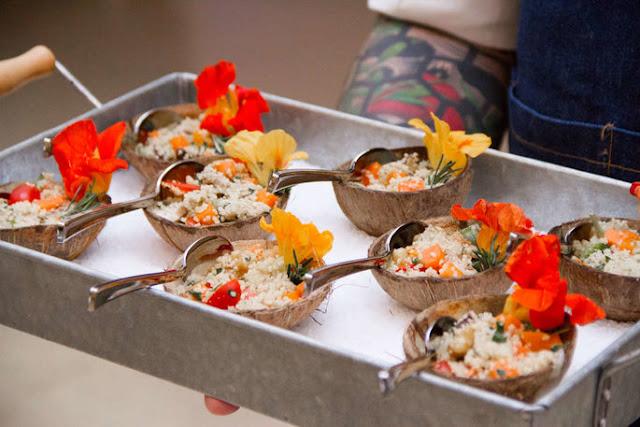 cardapio flores, frutas, e coco