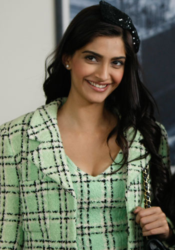 Sonam Kapoor Latest Popular Picture  Funny Images And Jokes-9796