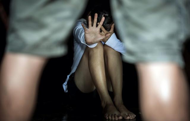 Στο εδώλιο για την σεξουαλική κακοποίηση των τριών παιδιών τους