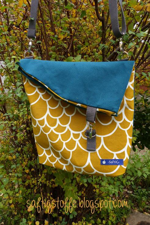 Canvas-Tasche mit übergeklapptem Rand in gelb und petrol.