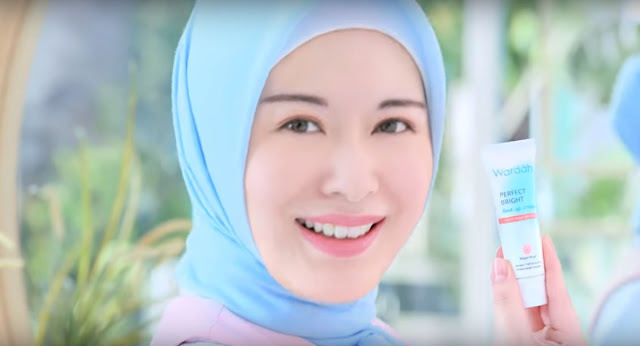 Cewek Korea Hijab Cantik Iklan Wardah: Perfect Bright Tone Up Cream