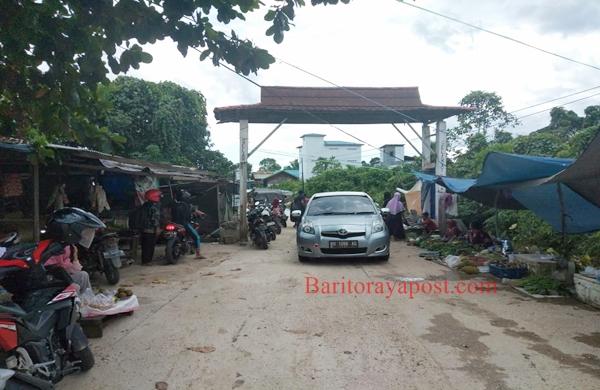 Terendam Banjir, Pedagang Pasar Bahitom Mengungsi. Warga Minta Perahu Karet