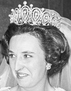 pearl diamond loop tiara cartier spain queen maria christina infanta pilar