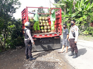 Patroli Kamtibmas Kanit Sabhara Polsek Curio Himbau Warga Agar Laporkan Bila Terjadi Kelangkaan Gas Elpigi