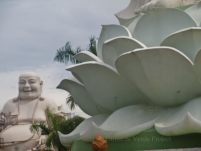 Vinh Trang Pagoda . Maitreya por El Guisante Verde Project